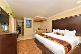 affordable hotel in san go with jacuzzi tub king suite