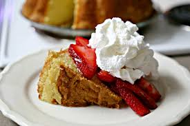 Classic Southern Pound Cake With Strawberries