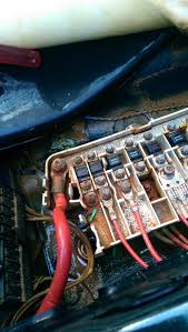faulty wires from lcm 2000 sedan 520ia e39 1996 2004 bmw 5 fusebox passengerseat jpg