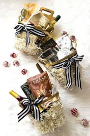 16 creative diy ideas for your winter wedding diy wedding shower gift basket diy wedding gift basket ideas diy bridal shower gift basket ideas