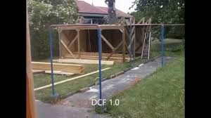 En 3 Minutes La Construction D Une Cabane En Bois Youtube