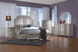 Colleen 5-Piece King Bedroom Set with 32