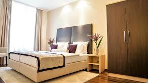 02 Hotel Merkur Baden Baden Junior Suite Schlafzimmer Schrank Bett