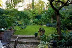 Jardin En Ville Un Tr S Petit Jardin Plant D Un Abricotier De