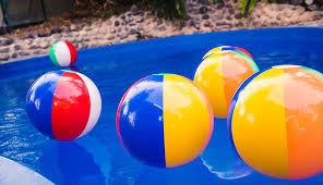 Beach ball on beach Floating Bestbeachballs Globo Surf 10 Best Beach Balls Reviewed In 2019 Buyers Guide Globo Surf