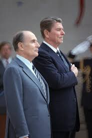 Datei:François Mitterrand and Ronald Reagan (r.) 1984.jpg – Wikipedia