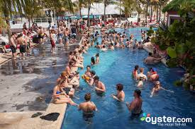 cancun party hotels