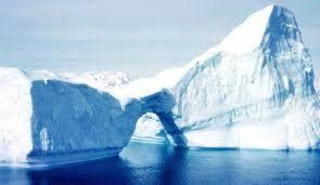 جبل جليدي ضخم يوشك على التفتت قبالة القارة القطبية الجنوبية