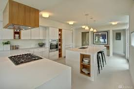 Contemporary Kitchen with Thassos Quartz, High Gloss and Matte Lacquered  Kitchen Cabinet Do, Toldbod