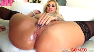 Blonde milf Ryan Conner takes massive cock in her asshole HD Porn.