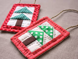 Quilted Christmas Ornament Tutorial - U Create & A simple mini-quilt ornament. Perfect for a quick little personalized  project or just for using up some favorite scraps. Adamdwight.com