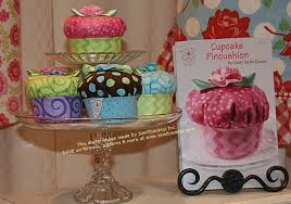 Sew Thankful Blog » cupcake pincushion sewing pattern &  Adamdwight.com