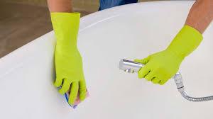 cleaning bathtub