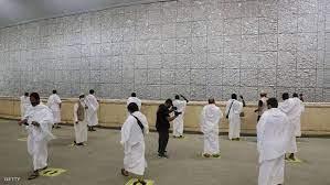 حجاج بيت الله الحرام يكملون رمي الجمرات الثلاث بأول أيام التشريق