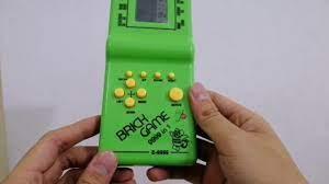 Trở về tuổi thơ với máy game cầm tay huyền thoại (review) - YouTube