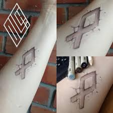 рисунок на руке маркеры и карандаши руна одал набросок