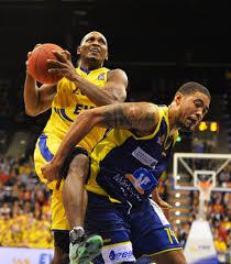 Ivan Elliott, Rickey Paulding - Ivan Elliott Photos - EWE Baskets Oldenburg  v Phoenix Hagen - BBL - Zimbio