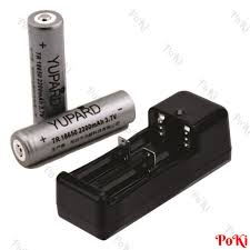 Sạc đôi + 2 PIN 18650 (2200mAh - 3.7V) dùng cho đèn lặn biển, đèn pin siêu  sáng cao cấp - POKI