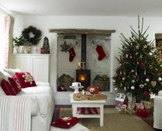 I adore this country cottage Christmas!