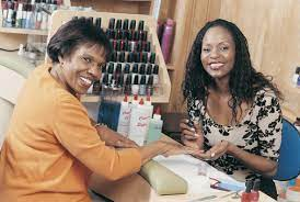 how much money does a nail technician make