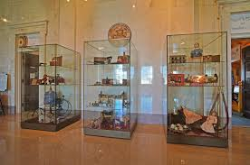 museum display case specifications