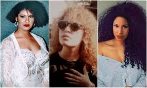 Selena Quintanilla loved & embraced her naturally curly hair ...
