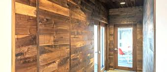 wall ideas using wood from pallets to create a barn well it looks