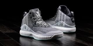 Баскетбольные кроссовки Найди свои баскетбольные кроссовки  Начнем с того что кроссовки выполнены из очень хороших материалов чем в последнее время выделяется adidas Верхняя часть сделана из мягкого