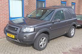 File:2005 Land Rover Freelander 2.0 TD 4 Automatic 3 door ...