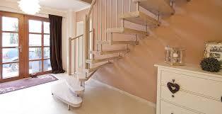 Treppen sind eine praktische erfindung, denn sie ermöglichen nicht nur sicher höhenunterschiede zu überwinden, sondern sie verbinden auch einzelne stockwerke miteinander. Treppen Direkt Startseite Startseite Treppen Direkt Produktion In Deutschland Sachsen