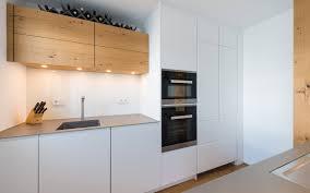 BEER Küchen-Manufaktur   Weiße Küche mit Holz und Edelstahl