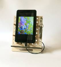 gift dual iphone ipad stand mens gift phone dock iphone stand