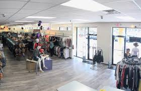 plato s closet pays cash on the spot for cur styles of gently used name brand clothing shoes and accessories for guys and girls in their teens and
