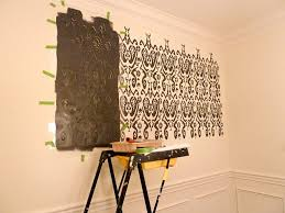 DIY How to Stencil a Wall {Our Fifth House}