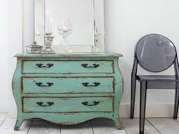 painted antique furniture 6 600x450 How to paint antique furniture