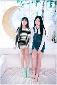 いつも同じポーズで飽きている方必見団体写真の時に韓国女子高生が