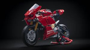 Building <b>LEGO's Technic Ducati Panigale</b> is your new weekend plan ...