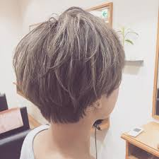 女性のショートヘアのワックスの付け方はショートカットのアレンジ方法