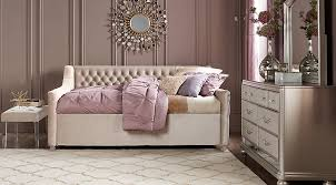 Sofia Vergara Petit Paris Champagne 4 Pc Full Bedroom With Daybed