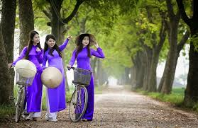 Image result for thang 3 hoa Hue áo dài tím images
