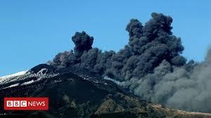 Profitez d'une vidéo de volcano etna eruption, sicily, italy libre de droits d'une durée de 86.000 secondes à 25 images par seconde. Mount Etna Erupts In Sicily Amid Dozens Of Tremors Bbc News