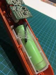 electrolux ergorapido battery. this looks like a temperature sensor, right? probably to consider the batteries charged or discharged? electrolux ergorapido battery m