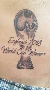 английские фанаты сделали татуировки о победе своей сборной и