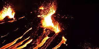 Obwohl man wusste, dass sich magma im untergrund ansammelte, kam der start gestern abend, um 20.45 uhr ortszeit. Gj4w8uzvhqn5um