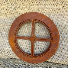 Aus Gusseisen Gefertigte Eisenfen Sind Nach Historischen