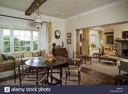 Runder Holztisch Wohnzimmer