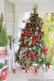 Cozy rustic outdoor christmas decoration ideas Diy 33 Unique Christmas Tree Decoration Ideas Pictures Of Decorated Christmas Trees Womans Day 33 Unique Christmas Tree Decoration Ideas Pictures Of Decorated