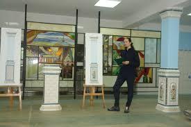 Кафедра декоративно прикладного искусства Гжельский  Дмитрий Носов студент 6 курса ДПИ защита дипломной работы декоративный рельеф для оформления столовой ГГУ Изразцовые мотивы
