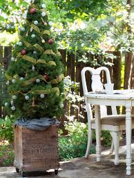 For Outdoor Decorations Last Minute Christmas Porch Decor Ideas Hgtvs Decorating