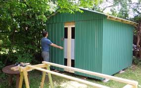 i m also covering the doors with the sheet metal this makes the shed look like it doesn t actually have doors looks a bit odd that way